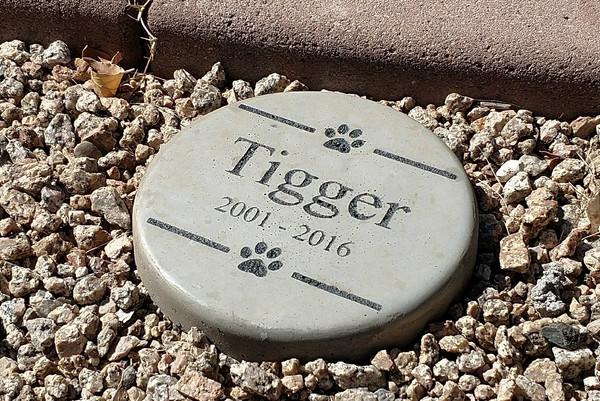 """Personalized Engraved Pet Memorial  Stone 7.5"""" Diameter"""