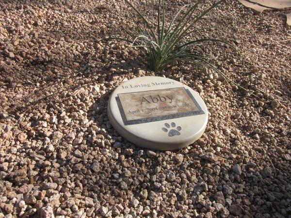 """Personalized Engraved Pet Memorial  Stone 11""""Diameter 'In Loving Memory'"""