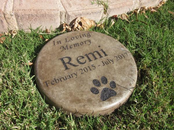 """Personalized Engraved Pet Memorial  Stone 7.5"""" Diameter 'In Loving Memory'"""