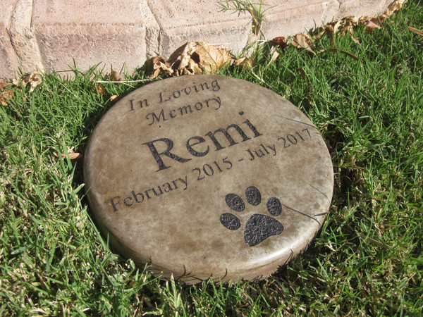 "Personalized Engraved Pet Memorial  Stone 7.5"" Diameter 'In Loving Memory'"