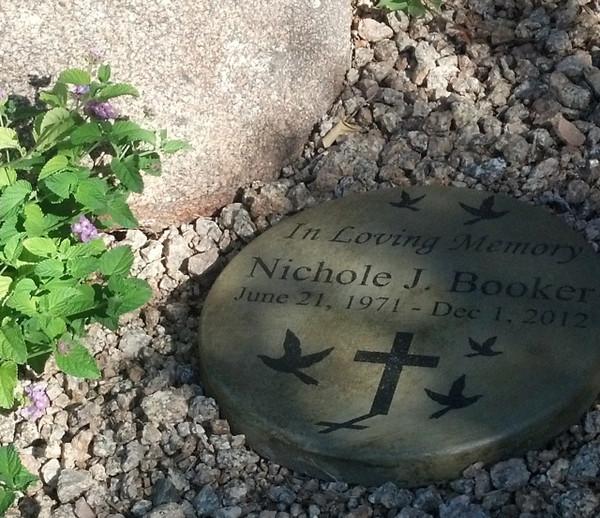 "Personalized Engraved Memorial Garden Stone 11"" Diameter 'In Loving Memory' Doves"
