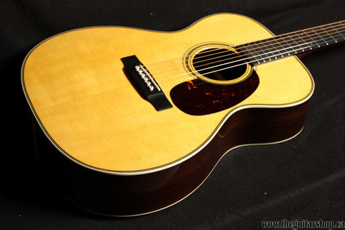 MARTIN 000-28EC ERIC CLAPTON SN 2024051 TWO SMALL DINGS IN THE TOP