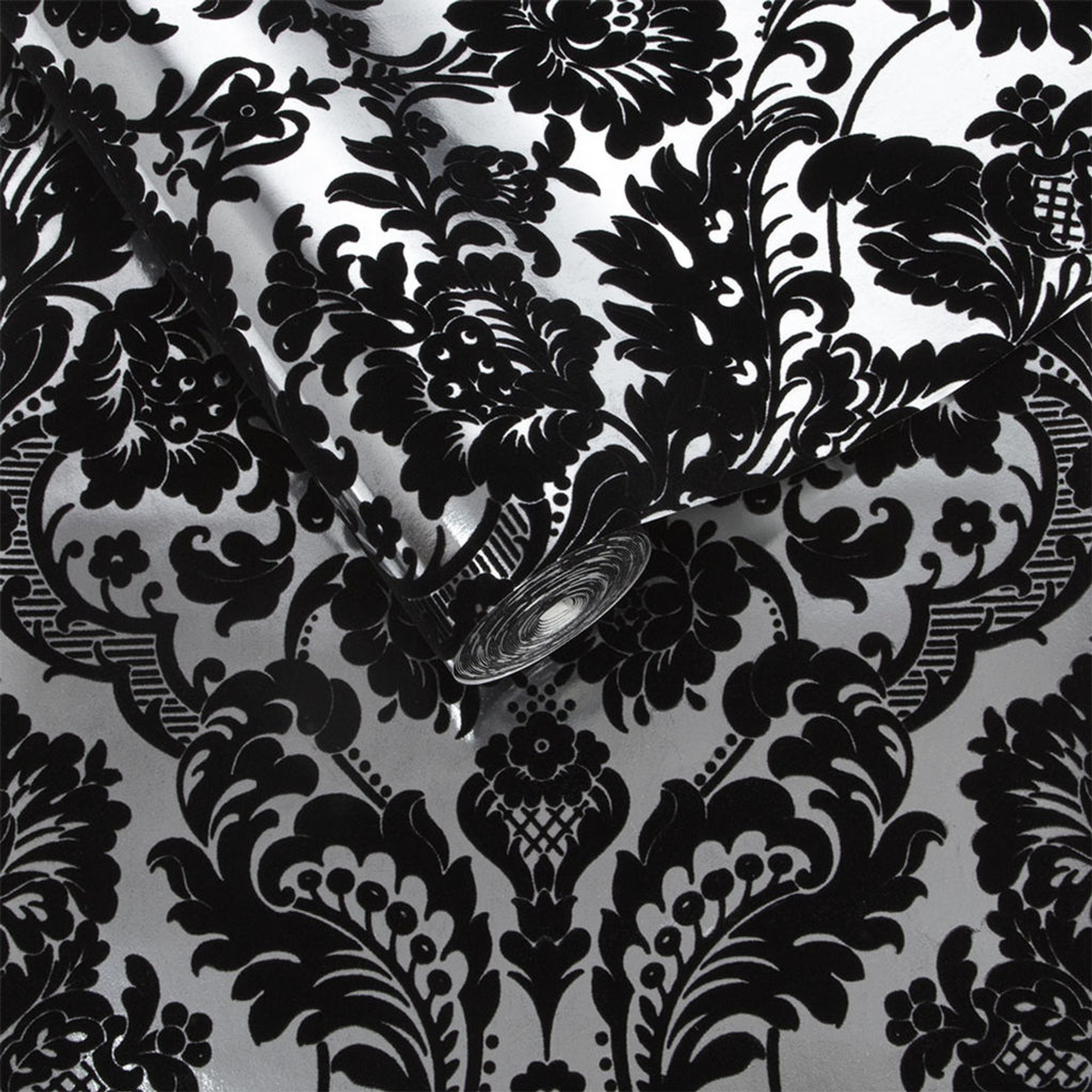 Black And Silver Gothic Damask Flocked Luxury Wallpaper