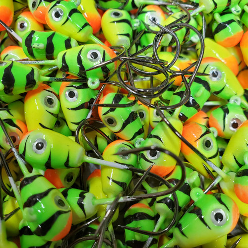 The DELUXE KNOCK OUT Series are a great addition to you tackle Box, Poured on a 2/0 3052 Eagle Claw Hook Black Nickel. Painted with BIG SKY custom KRYPTONITE glow powder paint, as well have a Amazing new 3D EYES . These are a great jig for Perch, Walleye , Pike , Burbot. Line them up and KNOCK then OUT with Big Sky Knockout Jigs