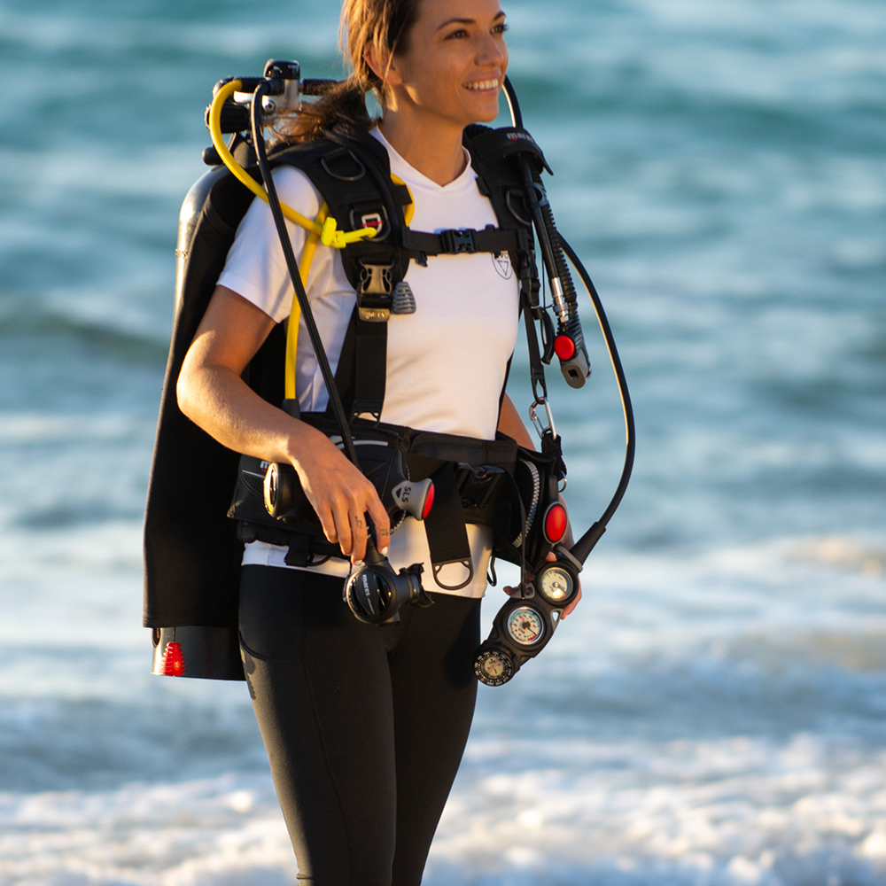 Mares Journey Elite 3.0 Scuba Gear Package with Mission 3-Gauge Console Lifestyle