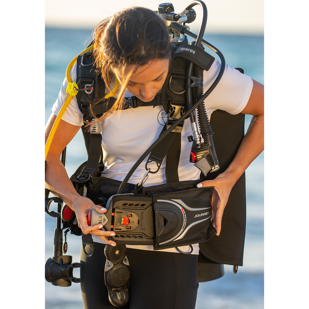 Mares Journey Elite 3.0 Scuba Gear Package with Mission 3-Gauge Console Lifestyle inserting pocket