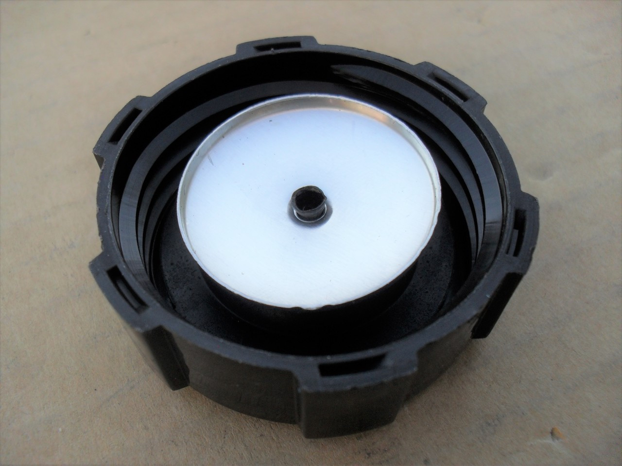 Gas Fuel Cap for Briggs and Stratton 3.5 thru 6 HP vertical Max, Quantum and Europa engines 397974, 397974S, 4131, 4149, 4221, 4227, 493017, 5044, 5044H, 5044K, 692046, 793606 &