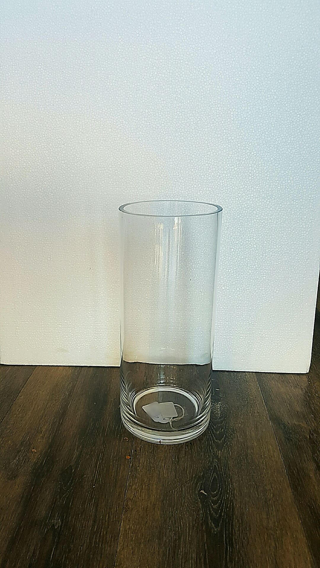 A GLASS VASE HEIGHT 28 CM X 11 CM. AS A GUIDE  PERFECT FOR BOUQUETS $100  UPWARDS, SIZE WISE TO FILL.