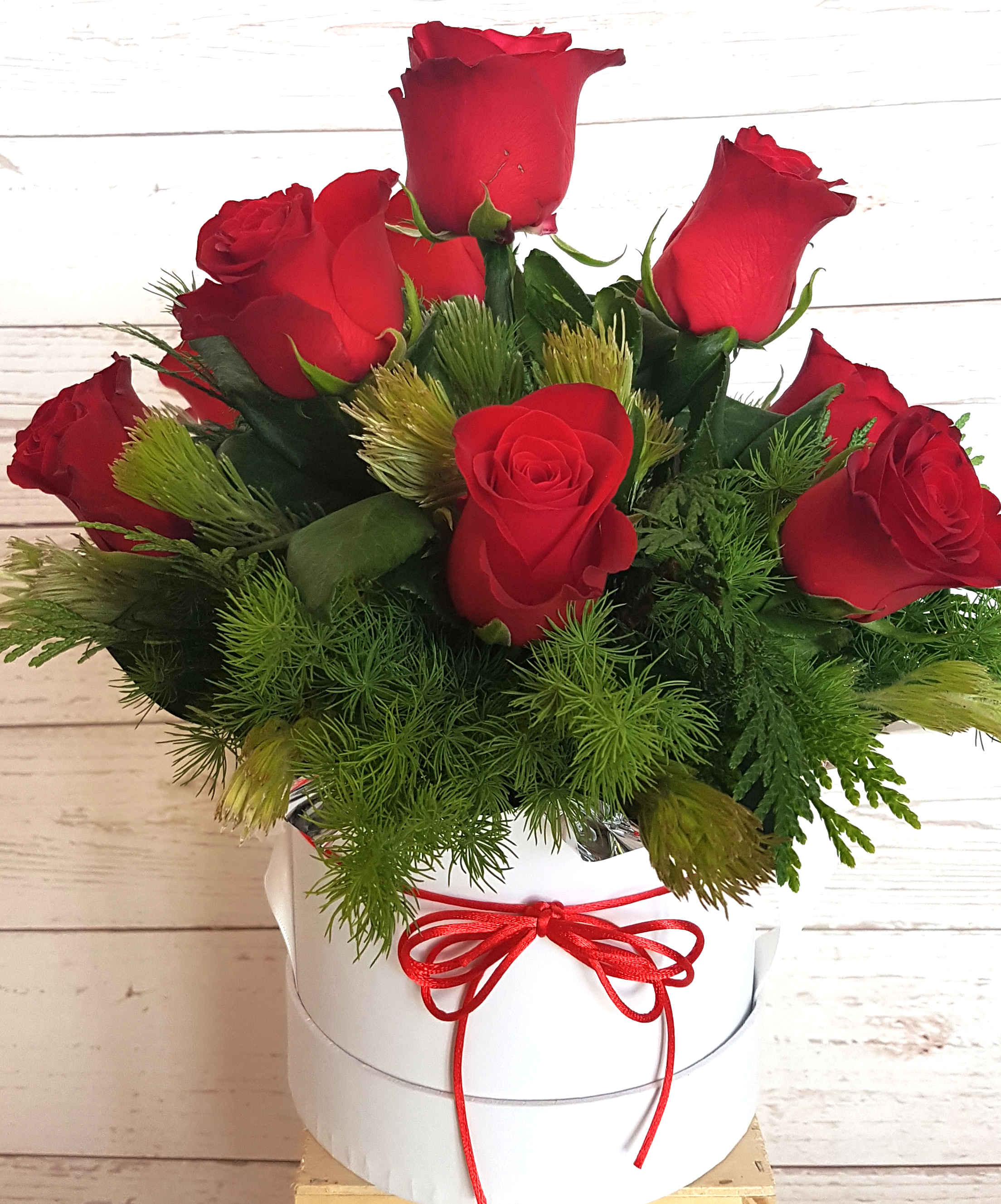 Lover a perfect arrangement for the recipient to place on their work desk and admire the ten red roses, presented in a modern hat box.