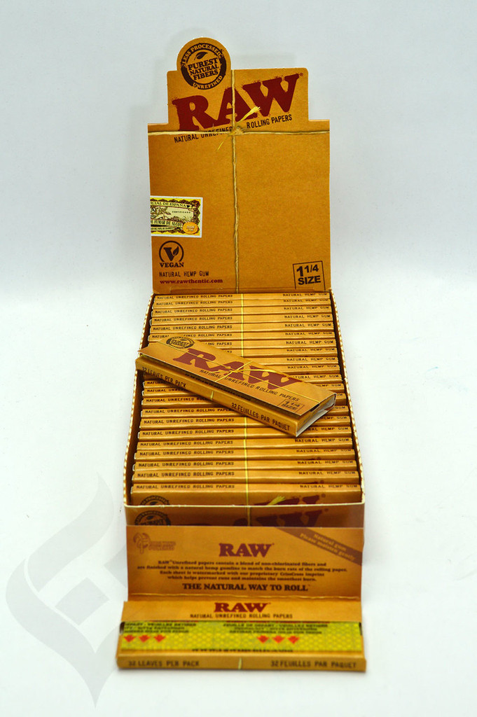 """RAW Natural 1 1/4"""" Rolling Papers"""