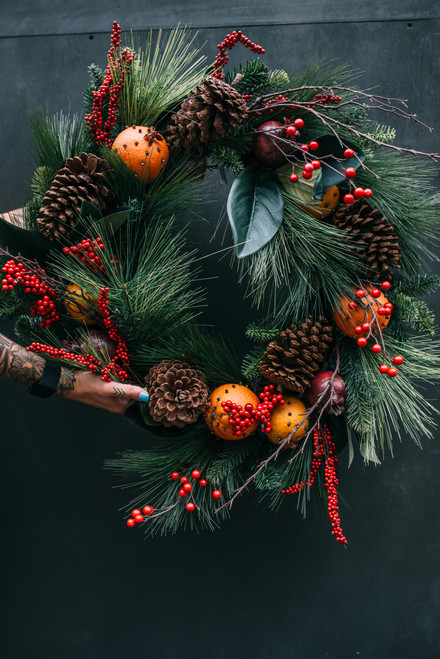 "24"" Cloved Fruit & Pine Wreath (Faux)"