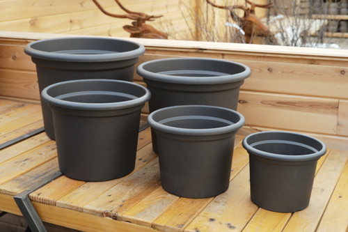 Geo Planter and Medea Saucer in Anthracite