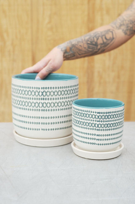 XOXO Egg Pot w/Attached Saucer in Teal