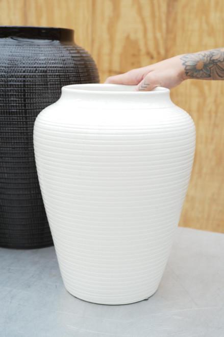 Bergs Medium Willow Vase in White