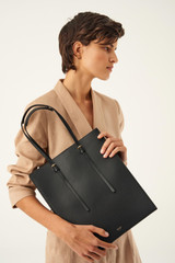 Oroton Alexis Tote in Black and Smooth Leather for female