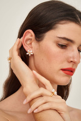 Oroton Posy Studs in Gold/Pearl and Brass Base Metal with Precious Metal Plating and Fresh Water Pearl for female