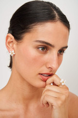 Oroton Posy Ring in Gold/Pearl and Brass Base Metal with Precious Metal Plating and Fresh Water Pearl for female