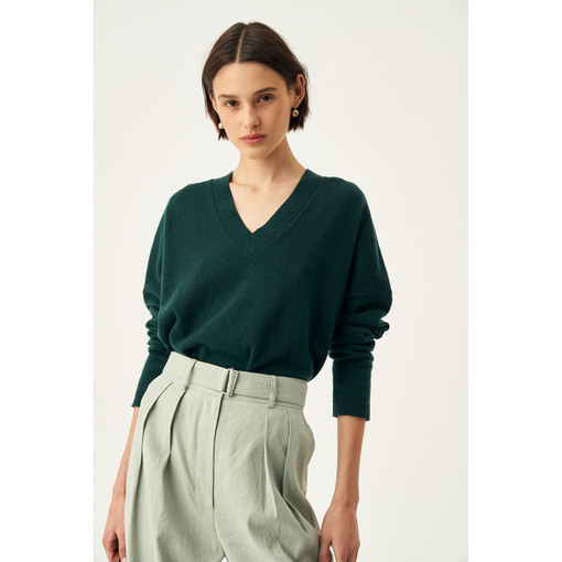 Oroton Fine Gauge V-Neck Knit in Ivy and 100% Wool for female