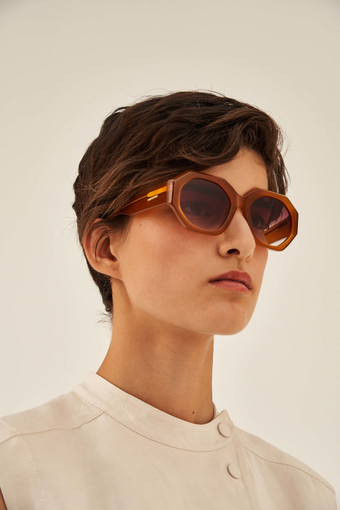 Oroton Peyton Sunglasses in Syrup and Acetate for female