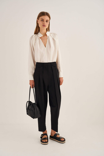 Oroton Pleat Pant in Black and 53% Polyester, 43% Wool, 4% Lycra for female