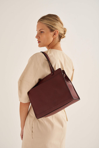 Oroton Lucy Small Tote in Bordeaux and Pebble Leather for female