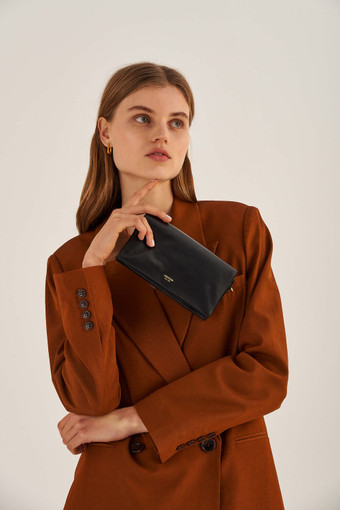 Oroton Heath Wallet Crossbody in Black and Smooth Leather for female