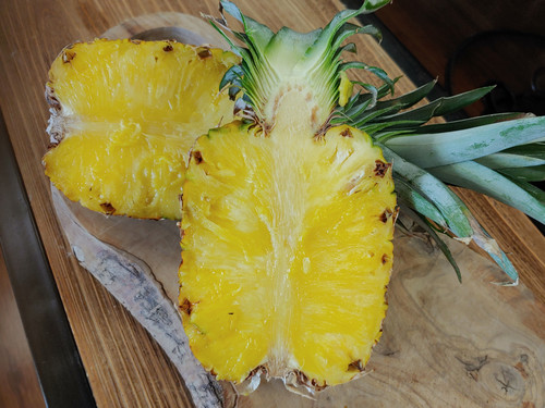 Sweet, tart, fresh , ripe pineapple, zesty. Pairs well with Persian Lime, Blood Orange, dressings, marinades.