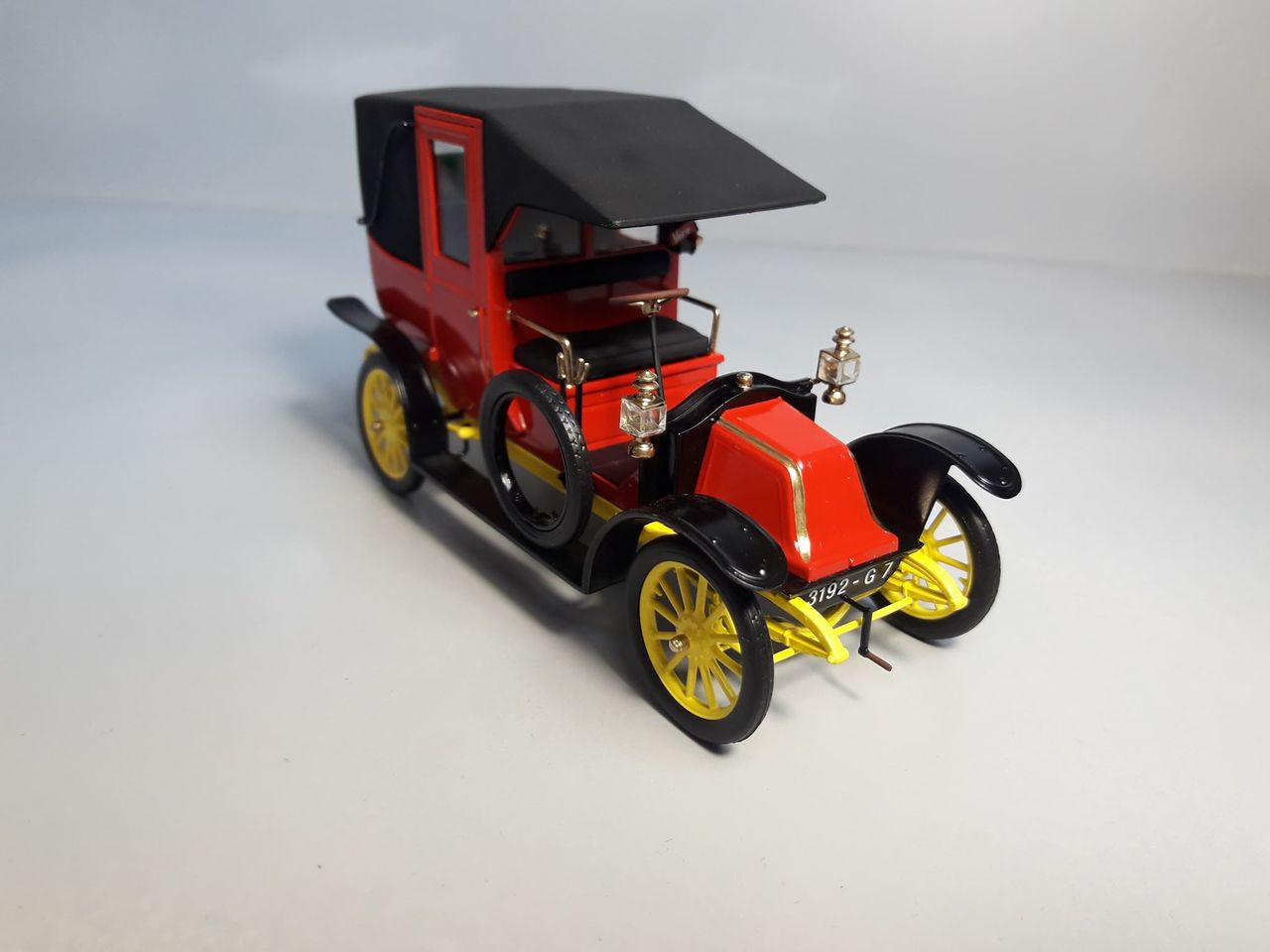 Renault AG1 Taxi de la Marne French Car 1914 1/35 ICM Models