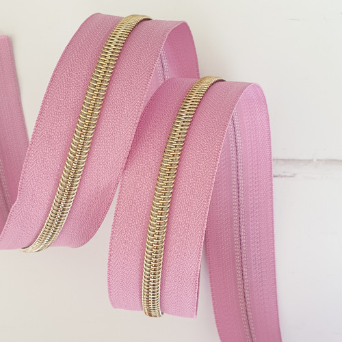 Zipper by the metre, #5 nylon zipper that have the appearance of metal teeth. Make single or double slide zippers with #5 Nylon Coil Handbag Zippers by the metre