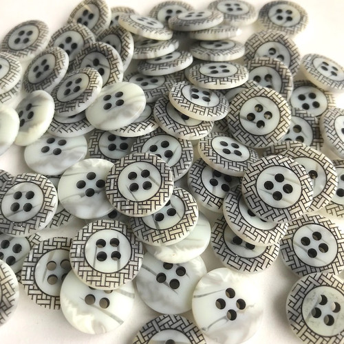 Art Deco Shell Button Grey Black 15mm 20pc