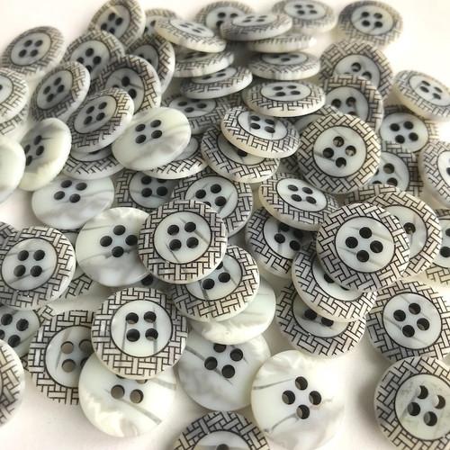 Art Deco Shell Button Grey Black 20mm 52pc