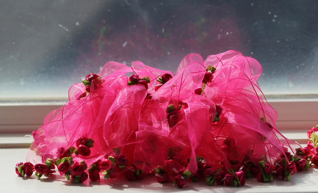 pink rose party collar