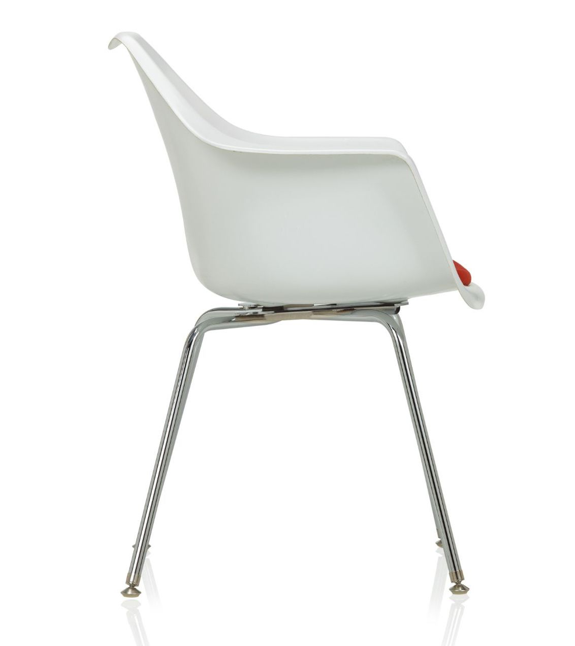 ki jubi guest chair - side view