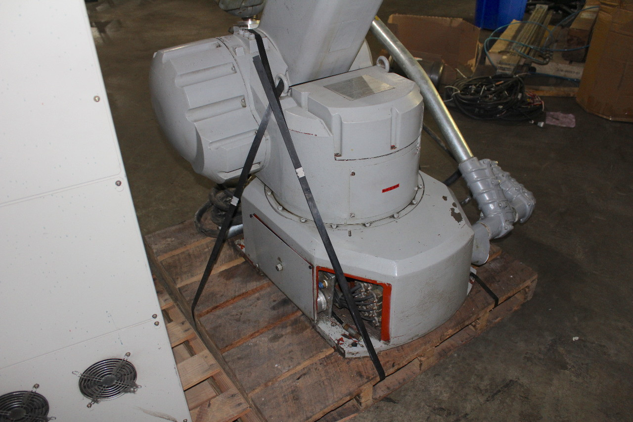 Motoman PX2750 Painting Robot 6 Axis 10Kg Payload 2729mm Reach XRC 2001 Control