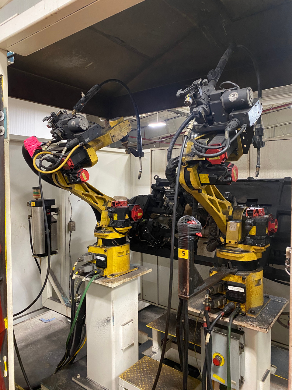3 Fanuc Arcmate 100iBe Robotic Welding Cell Lincoln Powerwave 455 Welders & Table