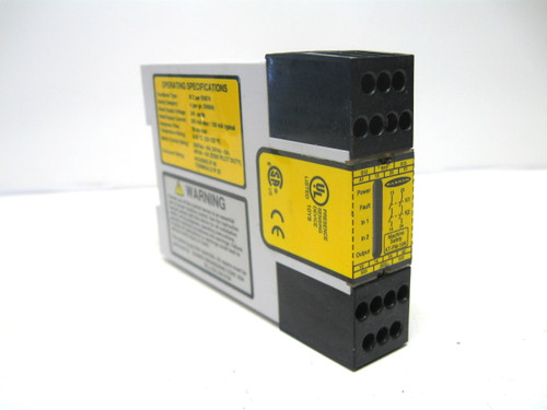 Banner AT-FM-10K Safety Relay 24 Vac/Vdc 35 ms Response Time