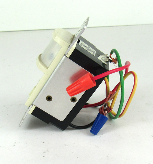 Leviton PR180 Motion Activated Light Control 500W 120Vac 60Hz