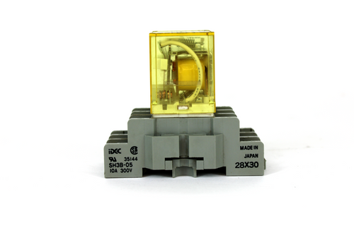 Idec RH3B-U Relay 24V AC w/ SH3B-05 Socket, 300V