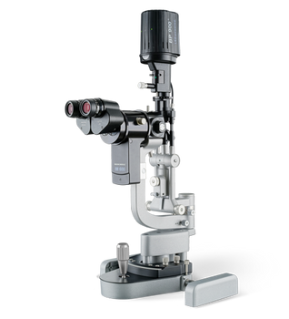 The BP 900 has a modern optical system offering 10×, 16× and 25× magnifications changeable by a simple control on the microscope's side.  Shown with IM 600 Imaging Module