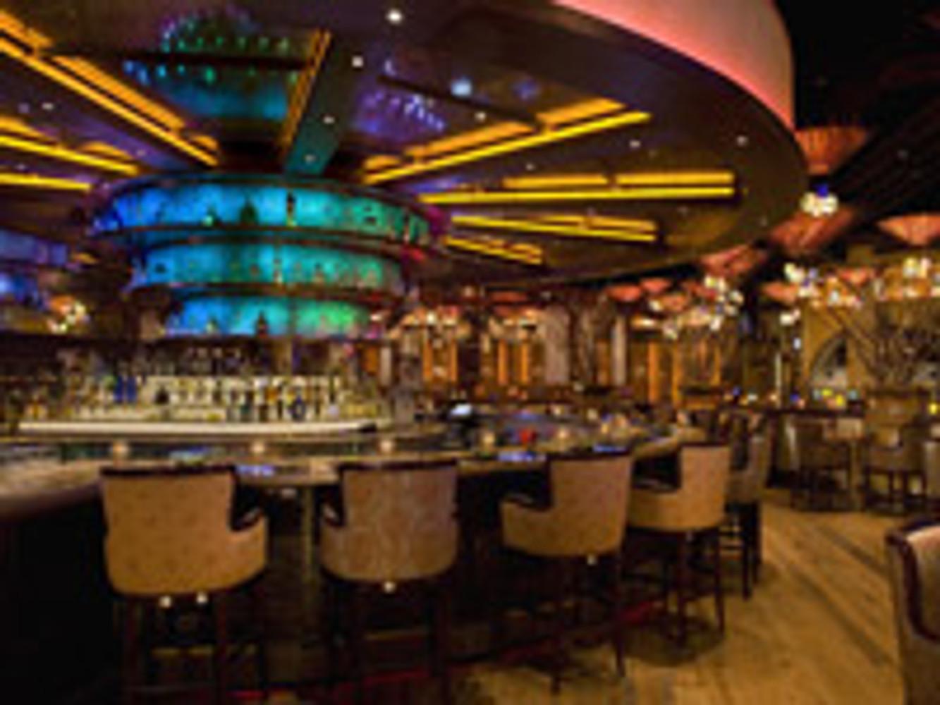 How Your Casino Bar Lighting Can Keep Customers Around