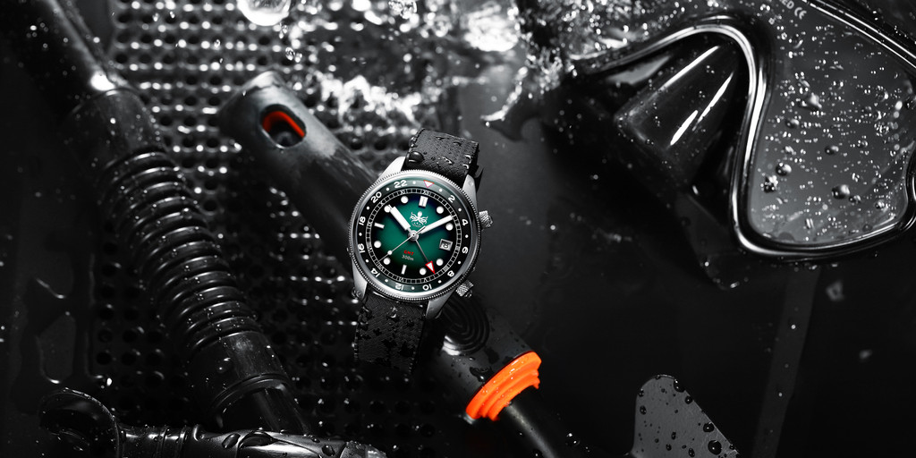 PHOIBOS EAGLE RAY GMT PX023A 300M Dive Watch Green