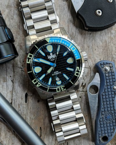 dive-watch-reviews-phoibos-great-wall.jpg