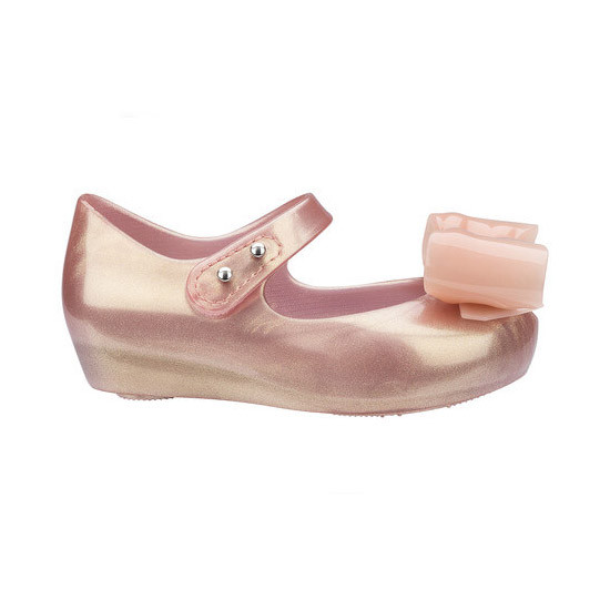 Mini Melissa Ultragirl Bow III - Pink are easy to slip-on and off!