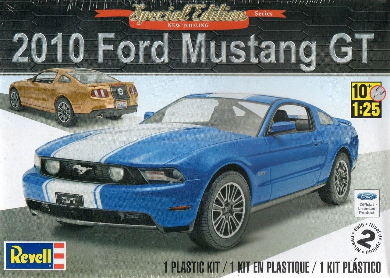 Revell 85 4272 125 2010 ford mustang gt special edition