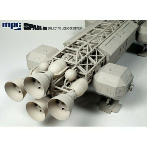 MPC825 : 1:48 Space: 1999 Eagle Transporter