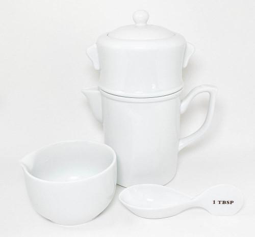 Chinese porcelain tea brewer set.