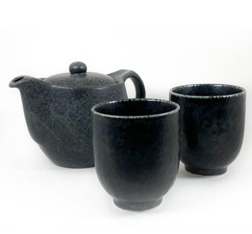 Beautiful matte glazed teapot and matching cups set. Comes with a stainless steel mesh infuser. Gift Box Included.
