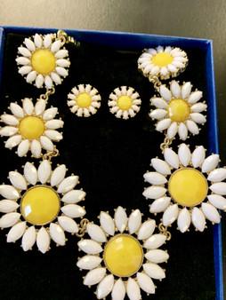 Daisy Necklace & Earrings Set