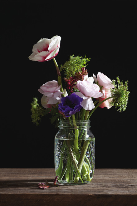 Use the 1L Jar as a beautiful vase for flowers.