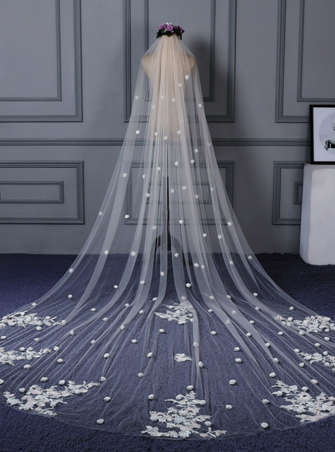 In Stock:Ship in 48 Hours Lace White Yarn Flower Wedding Veils